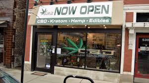Chicago CBD Shop Sues Landlord for Rejecting Hemp Leaf Signage
