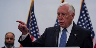 House Majority Leader Steny Hoyer announces on House floor that he will schedule the SAFE Banking Act for a vote next week