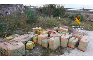 Spain: Children playing on beach find 17 kilos of hashish in can !