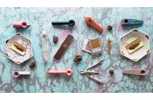 Smoking Accessories To Add to Your Cannabis Kit